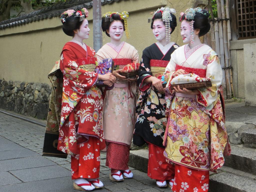 Donne giapponesi in veste tradizionale a Kyoto